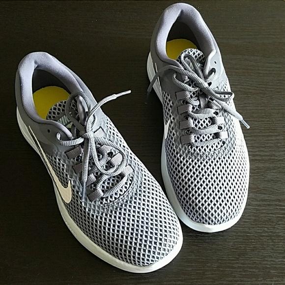 0f9c4975de4 Women Nike lunarconverge 2 sneaker shoes NWOT NWT